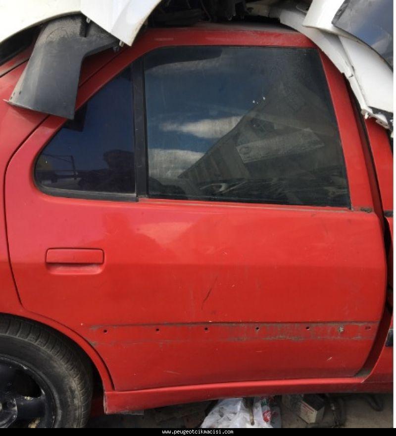 Peugeot 306 Sağ Arka Kapı