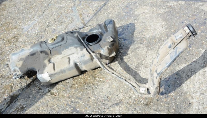 Peugeot 308 Yakıt Deposu